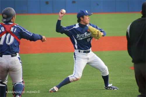 一塁へ送球